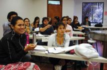Estudiantes de Psicología de la Universidad Javeriana Cali usan la herramienta Audience Response System (Turning Point), dispositivo que logra retroalimentación inmediata de la comprensión que tienen los estudiantes sobre el contenido abordado en clase con solo un click.