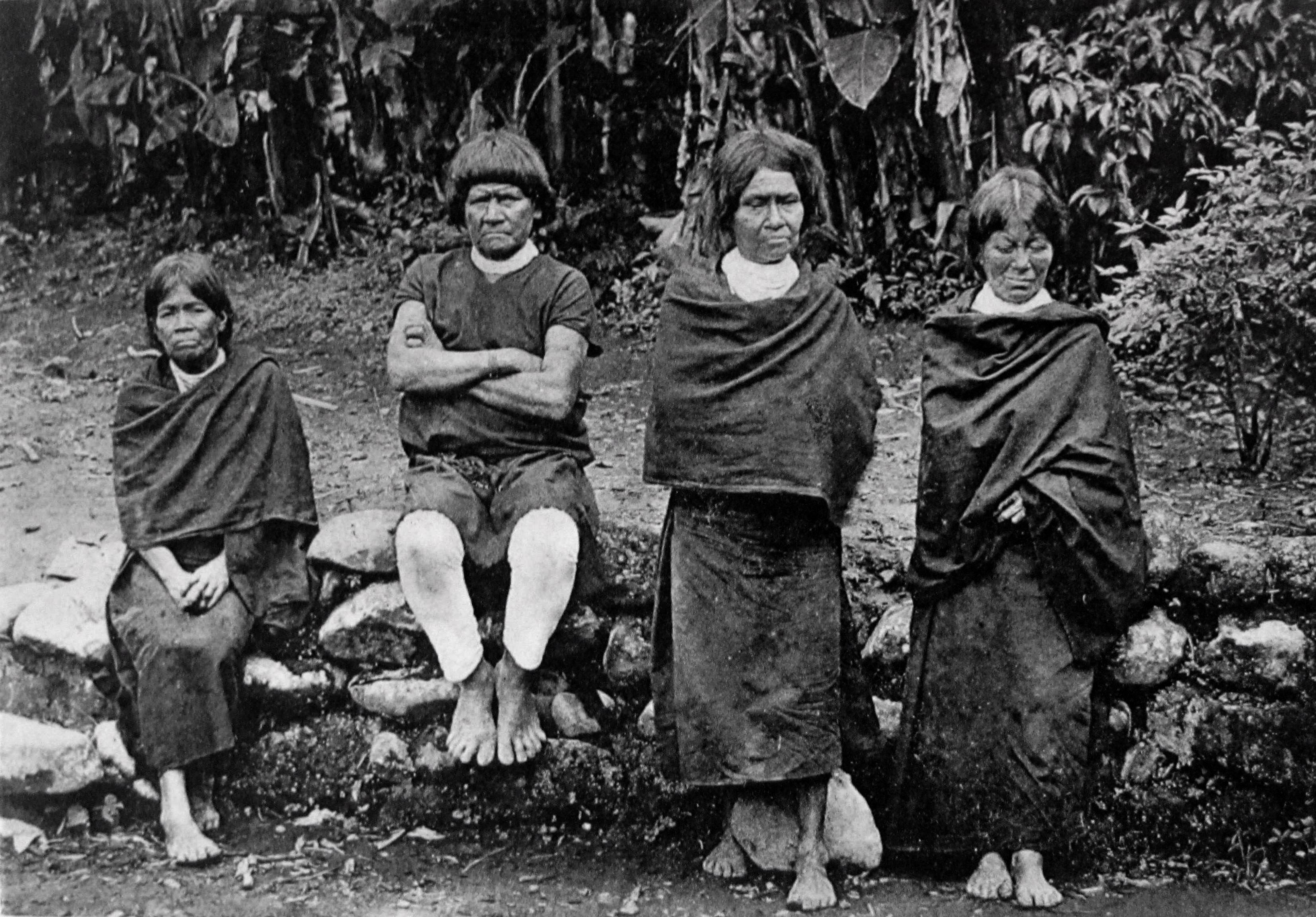 Indígenas y misioneros en las imágenes de principios del siglo XX