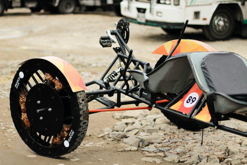 Marco fue construido por partes, diseñadas y desarrolladas por diferentes equipos de trabajo.