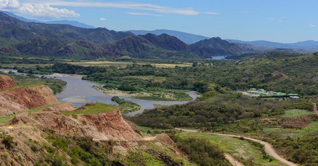 Paisaje desde la Hidroeléctrica El Quimbo, en el departamento del Huila.