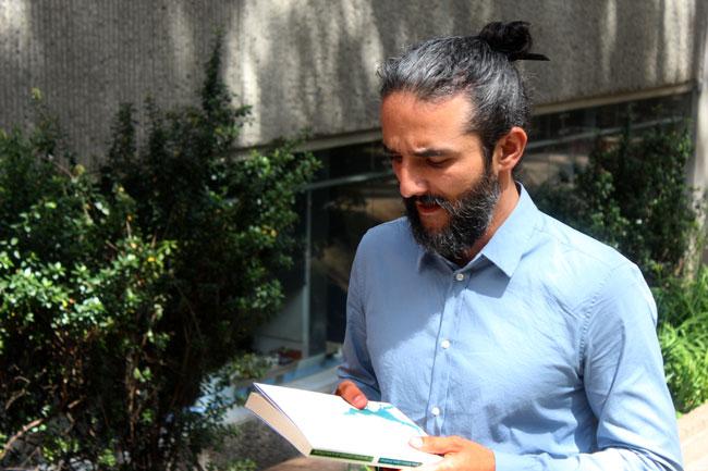 Carlos Arturo López, doctor en Historia, se especializa en historia del pensamiento en español e historial de la filosofía en Colombia.